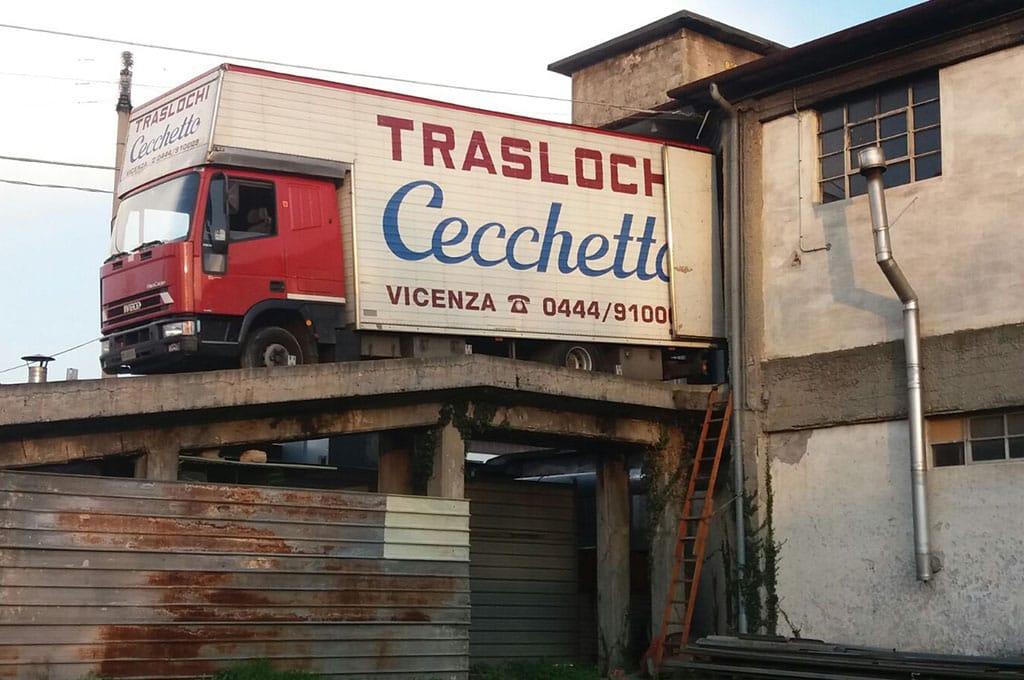 camion trasloco in azione